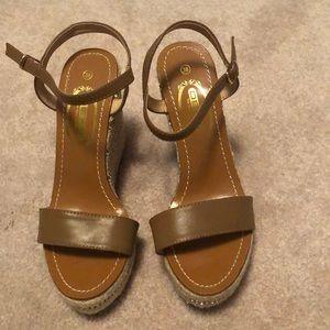 Women's platform sandal size 38